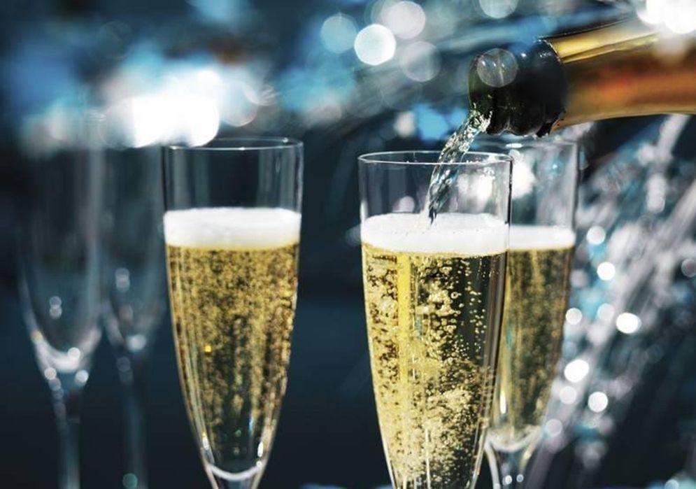 Полусладкая жизнь: обзор ассортимента шампанского в гипермаркетах Тюмени